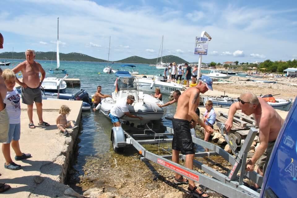 Paradiso - startet ein Boot