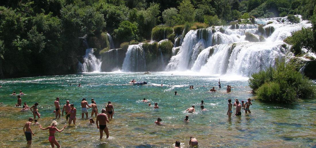 <div class='slider_caption'>                                                      <h1>Krka Waterfalls<br /> Krka Wasserfälle<br /> Cascades de Krka<br /> Slapovi Krke</h1>                                                      <a class='slider-readmore' href=''>                                                                                                           </a>                                                      </div>
