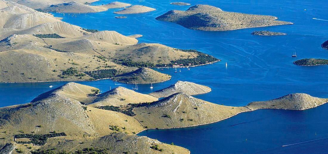 <div class='slider_caption'>                                                      <h1>National Park Kornati<br /> Nationalpark Kornati<br /> Parc national Kornati<br /> Nacionalni park Kornati</h1>                                                      <a class='slider-readmore' href=''>                                                                                                           </a>                                                      </div>