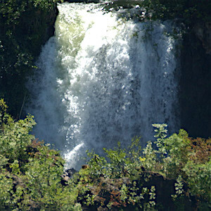 waterfall-brljan-featured